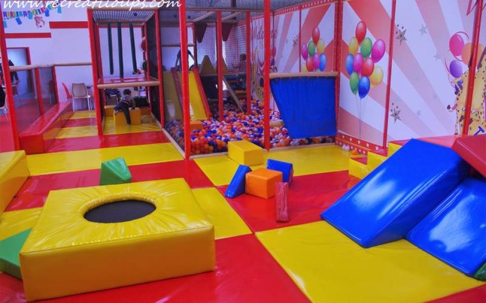 Mini zone pour les - de 4 ans avec espace de motricité